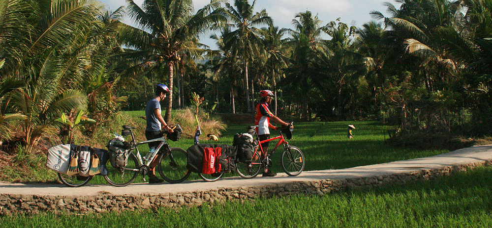 Long-distance cyclists Dylan and Rian from Australia visited Nias on their 2009 tour across Indonesia (www.eatsleepsurf.com.au)