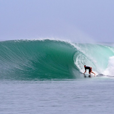 Secret right in the Hinakos, off the west-coast of Nias Island. Photo courtesy of www.asusurfcamp.com