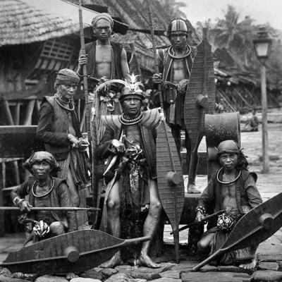 A group of warriors in Hilisimaetano village, South Nias. Tropenmuseum Collection.