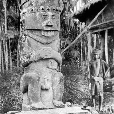 Megalith stone with human features (Gowe Ni'oniha), central Nias. Tropenmuseum Collection.