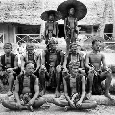 A group of villagers from South Nias. Tropenmuseum Collection.