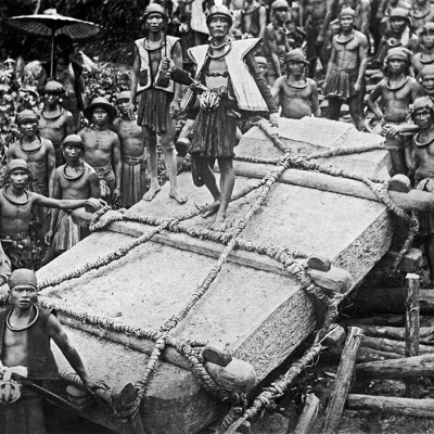 Villagers in Bawomataluo in South Nias move a megalith to be raised in memory for a dead chieftain. Tropenmuseum Collection.