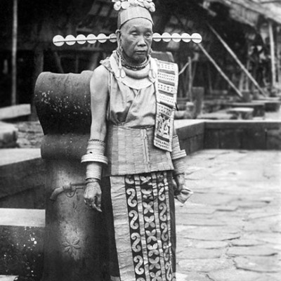 The mother of chief Borani in Simaetano Hili village , South Nias. Tropenmuseum Collection.