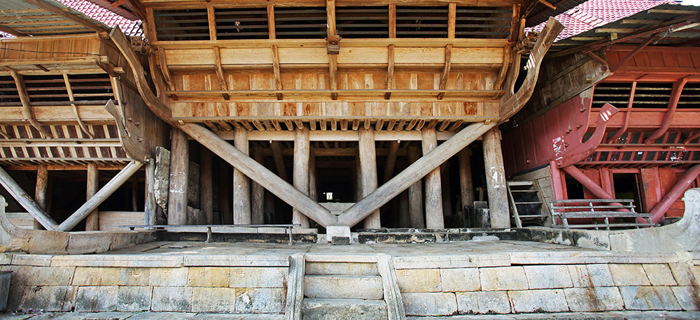 Omo-Zebua-traditional-house