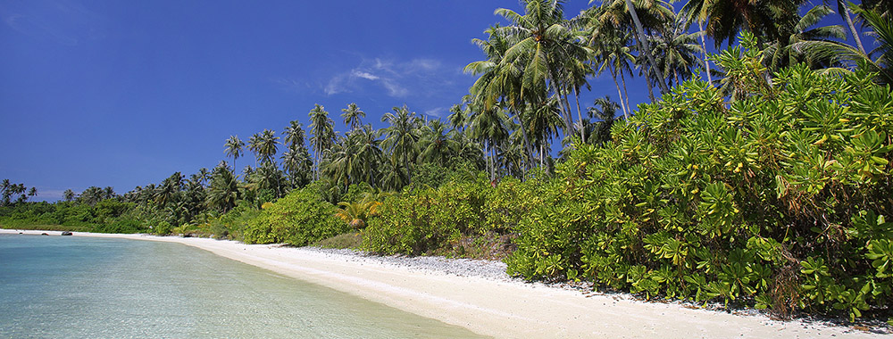 Beach on the northern side of the lagoon on Wunga Island. Afulu, North Nias.
