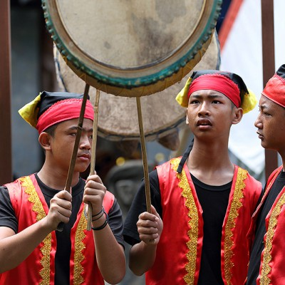 Traditional Nias music played on