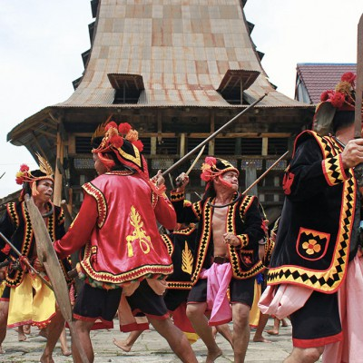 War-dance in Bawömataluo village. Photo courtesy of Agus Mendröfa