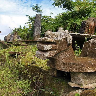 Stone table and megaliths in Gomo-region. South Nias. Photo courtesy of Agus Mendröfa.