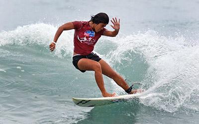 Bonne-geas-nias-surfer
