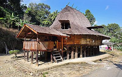 Lölölakha village