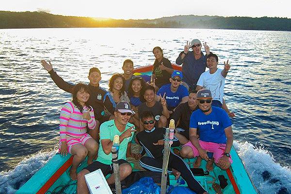 Boat-trip-onolimbu-kecil